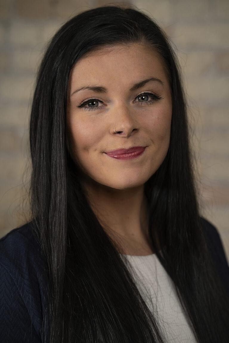 Maren Mackenzie headshot